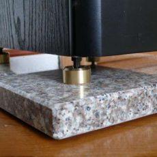 Cuscinetti isolanti: lastre per altoparlanti in granito e calcare