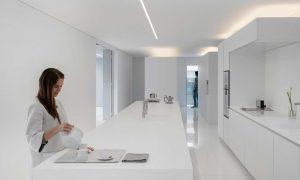 Minimalista villa bianca-cucina-300x180-1